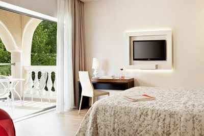 Superior Room with Garden / Sea View