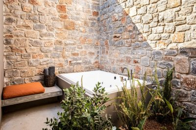 Core Open Plan Suite with outdoor Jacuzzi